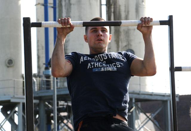 In een lijstje met fitness tips voor mannen mag de pullup natuurlijk niet ontbreken