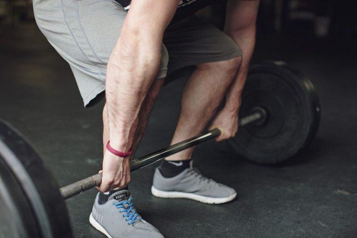 Leer hoe je je benen trainen thuis het beste kunt aanpakken.