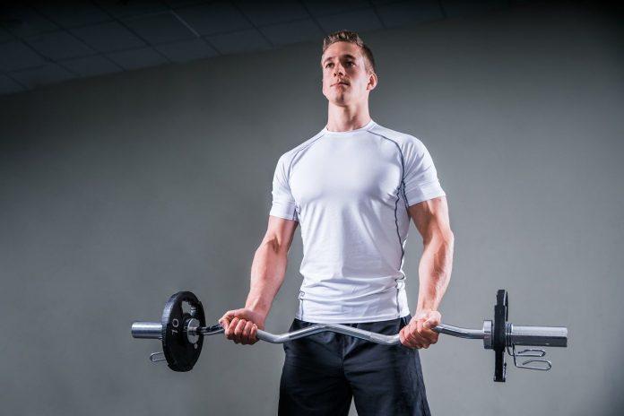 Maak je bovenarmen trainen thuis makkelijker met de oefeningen en tips in dit artikel.