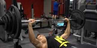 Hoe kun je je bench press verbeteren en een sterkere bench press krijgen? Lees deze blog voor tips.